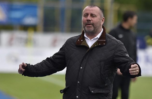 Radost trenéra Jihlavy Josefa Jinocha z gólu proti Příbrami.