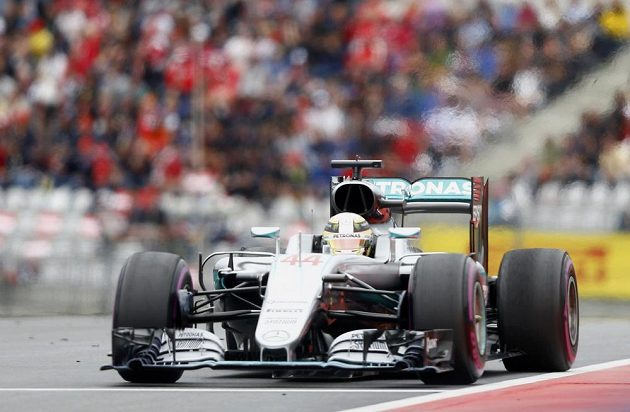 Britský pilot Lewis Hamilton na trati Velké ceny Rakouska.