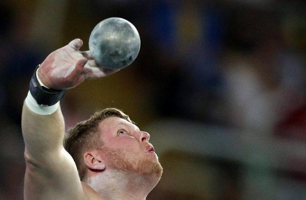 Ryan Crouser tímto pokusem poslal kouli do vzdálenosti 22,52 a vytvořil nový olympijský rekord!
