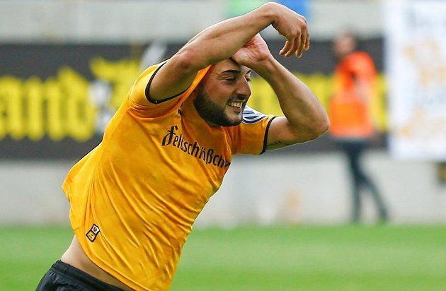 Drážďanský Aias Aosman poté, co rozhodl penaltový rozstřel v poháru s Lipskem.
