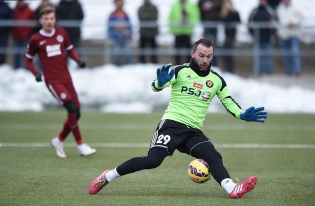 Jihlavský brankář Jaromír Blažek během přípravného utkání se Spartou.
