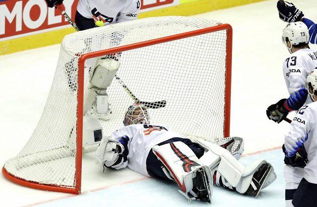 Gólman hokejové reprezentace USA Keith Kinkaid.
