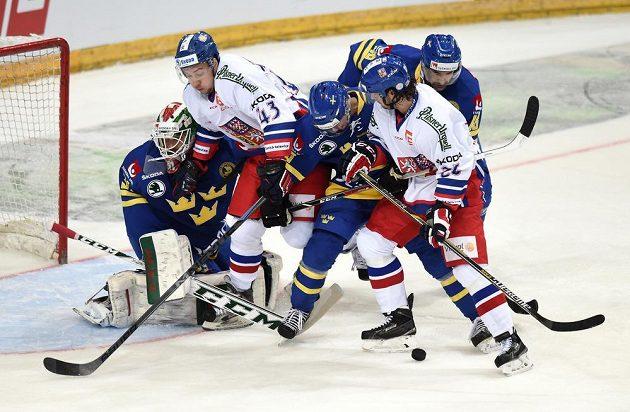 Hokejisté Jan Kovář (druhý zleva) a Tomáš Zaťovič a švédský brankář Andreas Johnson během utkání Česko - Švédsko.