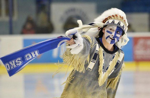 Maskot Indián na ledě při utkání Plzeň - Pardubice.
