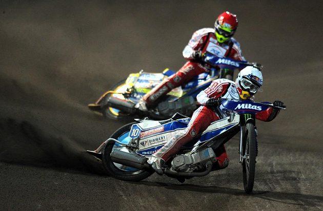 Jaroslaw Hampel během Grand Prix v ploché dráze na stadiónu Markéta v Praze.