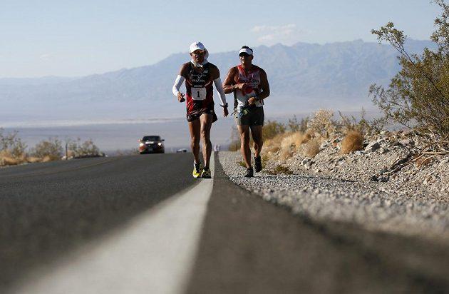 Ultramaratón Badwater startuje v Death Valley a končí pod vrcholem Mount Whitney.