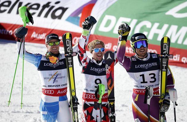 Zleva v kombinaci třetí Američan Ted Ligety, vítězný Rakušan Marcel Hirscher a druhý Kjetil Jansrud z Norska.