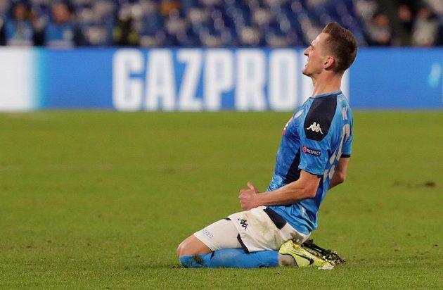 Arkadiusz Milik oslavuje hattrick v utkání Ligy mistrů proti Genku.