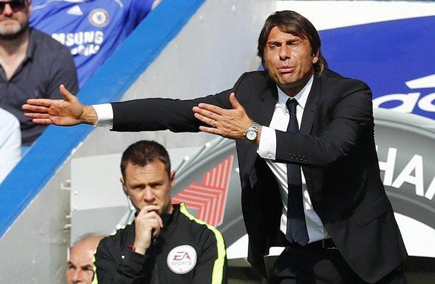 Manažer Chelsea Antonio Conte v akci...