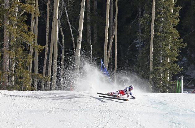 Kateřina Pauláthova padá ve druhém kole obřího slalomu při MS v Beaver Creeku.