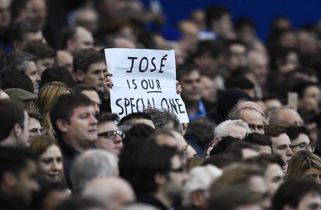 Transparent Mourinhovy fanynky hlásá: José je náš Special One.