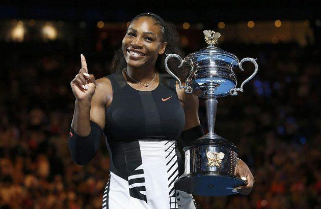 Serena Williamsová s trofejí.