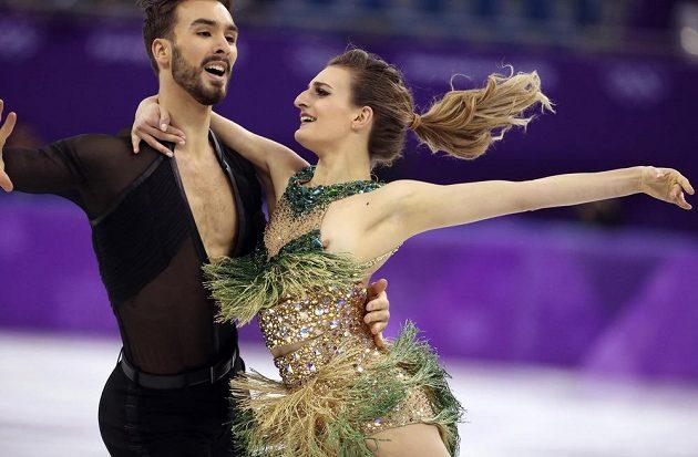 Kostým Gabrielly Papadakisové při krátkém tanci nevydržel a poodhalil víc ženských půvabů francouzské krasobruslařky, než jsou diváci zvyklí.