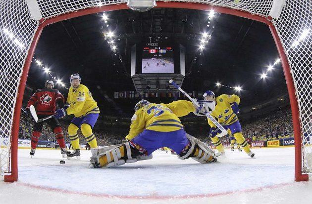 Beton švédského brankáře Henrika Lundqvista byl na místě.