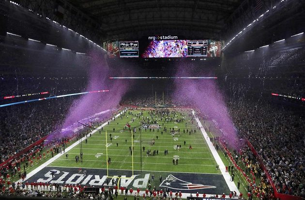 Stadión v Houstonu po vítězství New England Patriots v Super Bowlu.
