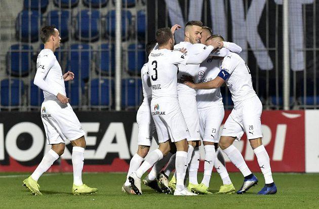 Hráči Slovácka po brzkém gólu proti Plzni.