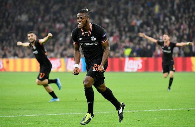 Michy Batshuayi právě vystřelil Chelsea výhru v závěru utkání s Ajaxem.