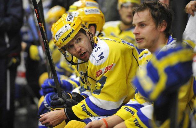 Střelec prvního zlínského gólu v utkání s Brnem Jaroslav Balaštík (vlevo) a útočník Roman Vlach v diskuzi na střídačce.