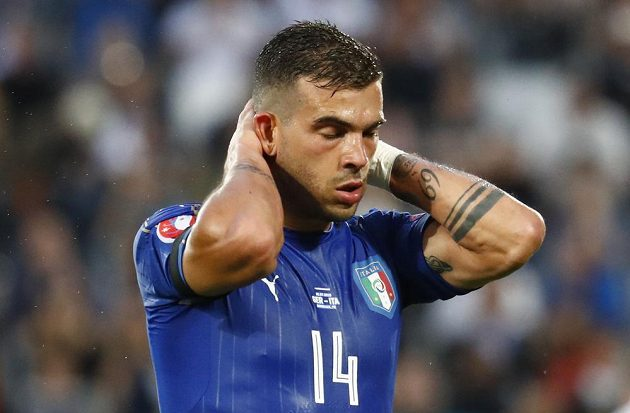 Italský záložník Stefano Sturaro poté, co v první půli neproměnil šanci.