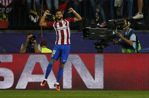 Záložník Atlétika Madrid Yannick Carrasco slaví gól proti Bayernu Mnichov v zápase Ligy mistrů.