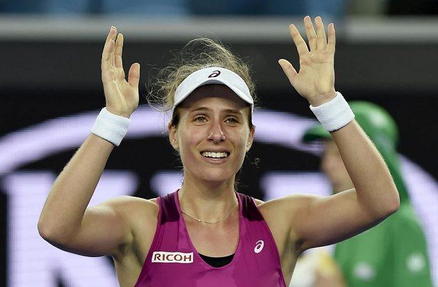 Šťastná Johanna Kontaová po těžkém boji oslavuje postup do čtvrtfinále Australian Open.