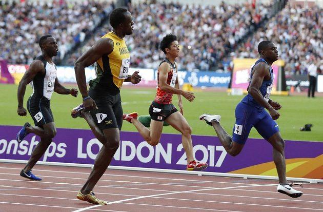 Jamajský fenomén Usain Bolt (druhý zleva) musel po dlouhé době skousnout porážku. V semifinále MS ho těsně porazil spolufavorit Christian Coleman (vpravo) z USA.