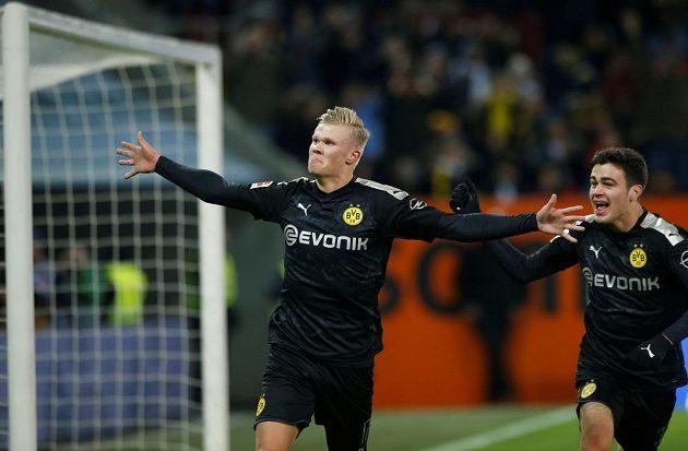 Hvězda BVB slaví. Norský útočník Erling Haaland v soutěžní premiéře za Dortmund třikrát překonal brankáře Tomáše Koubka.