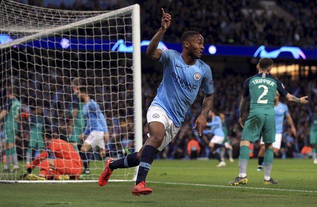 Radující se Raheem Sterling z Manchesteru City byl jedním z protagonistů přestřelky ve čtvrtfinále Ligy mistrů s Tottenhamem. Ani jeho dva góly však Citizens nakonec k postupu nestačily.