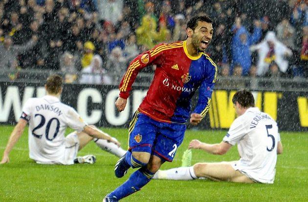 Mohammed Salah z Basileje se raduje poté, co vstřelil gól slavnému Tottenhamu.