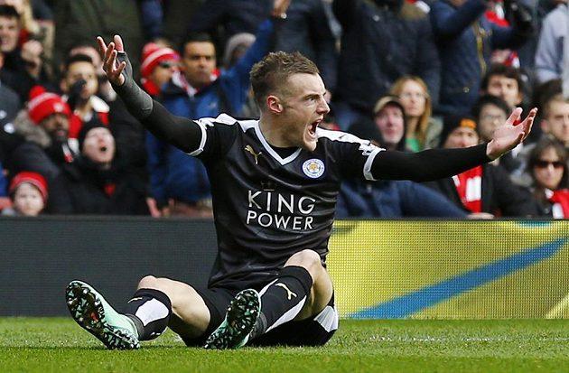 Střelec Leicesteru Jamie Vardy se raduje ze vstřelené branky v zápase 26. kola anglické Premier League proti Arsenalu.