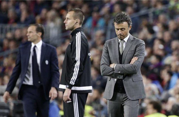 Barcelonský trenér Luis Enrique je zamyšlený. nejspíš přemítá o tom, proč Barcelona nepostoupila přes Juventus do semifinále Ligy mistrů.