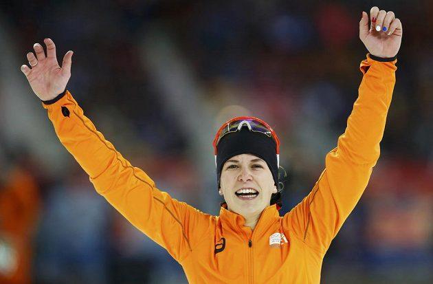 Jediná přemožitelka Martiny Sáblíková na trati 3000 metrů Ireen Wüstová