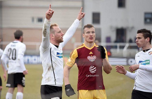 Plzeňský záložník Daniel Kolář se raduje po proměněné penaltě proti Dukle.