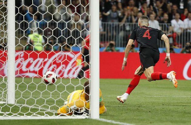 Gól! Chorvat Ivan Perišič právě srovnal na 1:1 v semifinále MS proti Anglii.