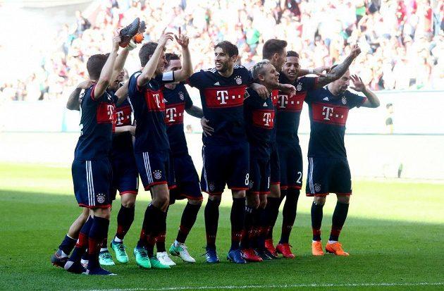 Fotbalisté Bayernu Mnichov získali v německé lize šestý mistrovský titul v řadě.