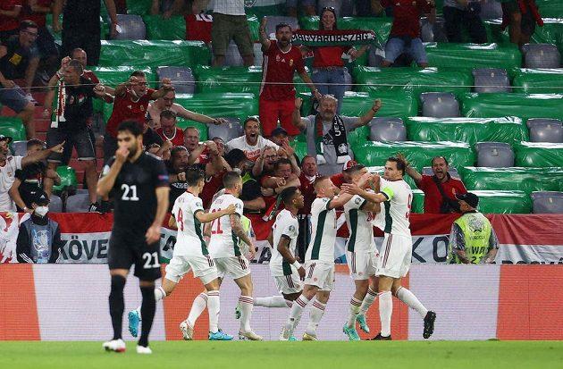 Maďarští fotbalisté se radují z branky