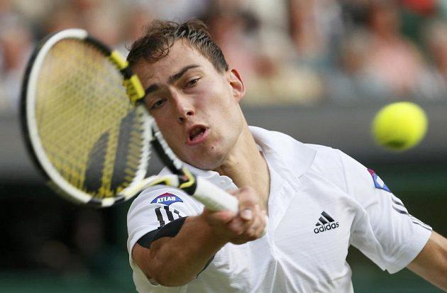 Polák Jerzy Janowicz v semifinálovém duelu Wimbledonu.