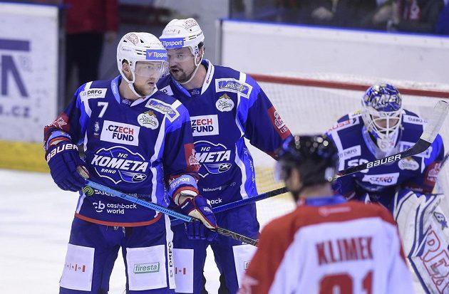 Zleva Tomáš Bartejs a Tomáš Malec z Brna během utkání s Olomoucí.