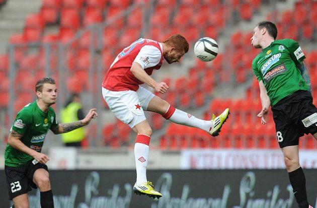 Záložník Slavie Marcel Gecov střílí Jablonci první gól.