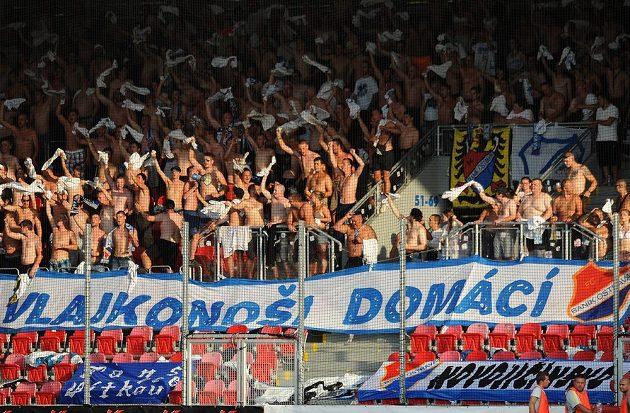 Fanoušci Baníku Ostrava během utkání v Plzni.