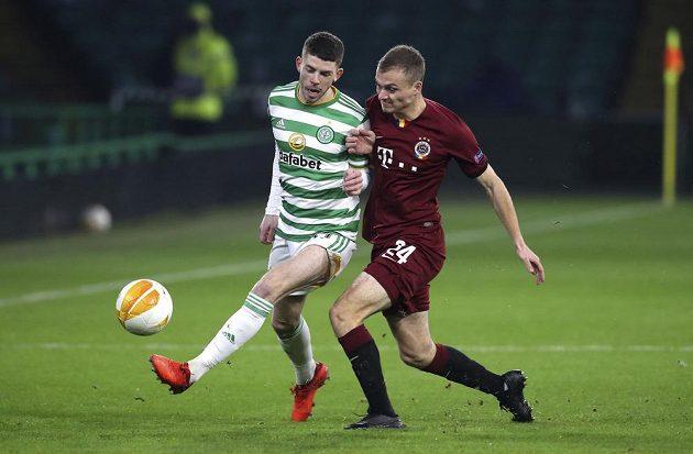 Matěj Polidar bojuje o míč