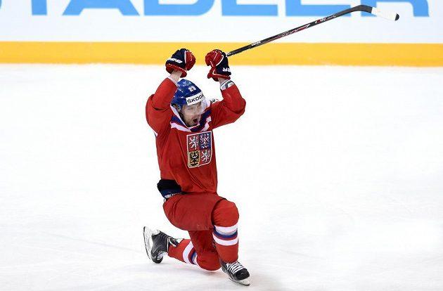 Český obránce Ondřej Němec odehrál snad životní zápas. Oslavuje druhý gól proti Francii.