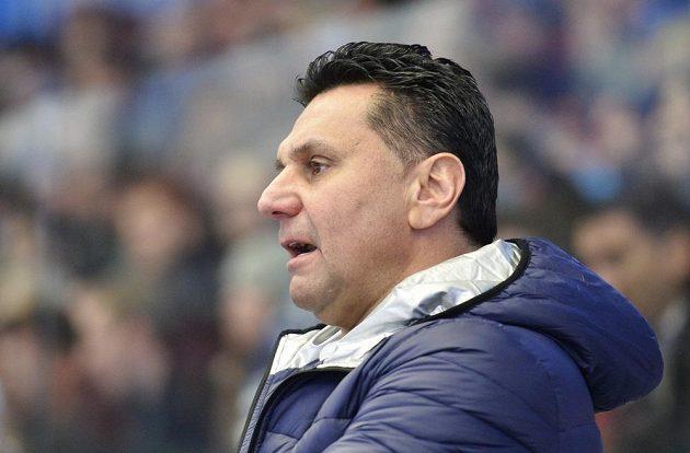 Hlavní trenér Chomutova Vladimír Růžičkaběhem duelu v Plzni.