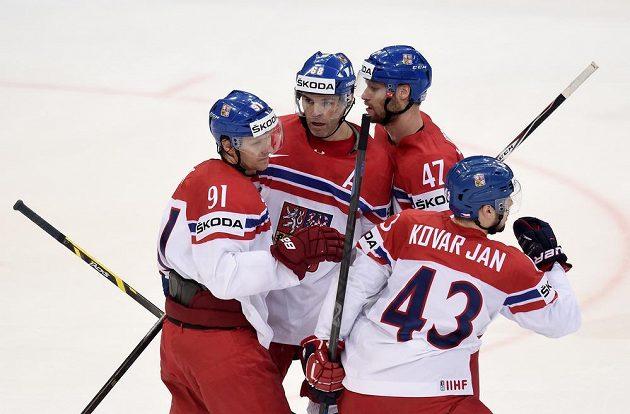 Hokejisté české reprezentace (zleva): Martin Erat, Jaromír Jágr, Michal Jordán a Jan Kovář oslavují gól proti Kanadě.