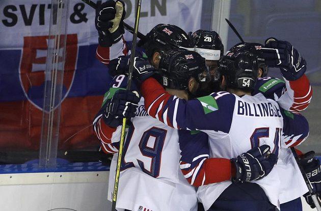 Radost hokejistů Velké Británie z trefy proti favorizovanému týmu USA.