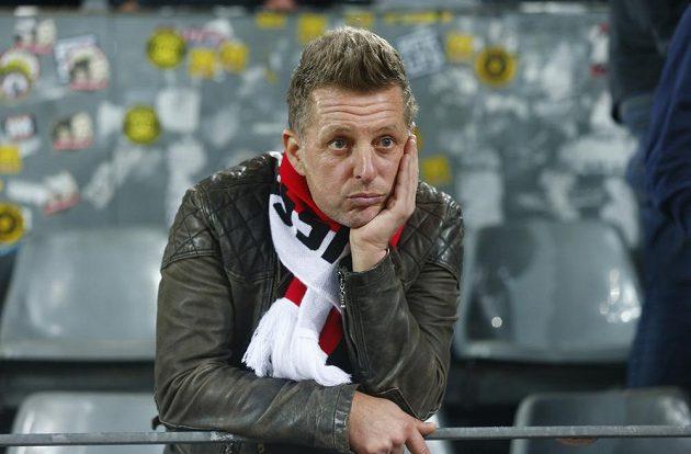 Místo fotbalu strach o zdraví. Čtvrtfinále Ligy mistrů mezi Dortmundem a Monakem se nehrálo kvůli explozím u autobusu BVB, hrát se bude ve středu. Incident šetří policie.