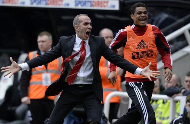 Paolo Di Canio v extázi, David Vaughan (není na snímku) právě zvýšil náskok Sunderlandu v Newcastlu na 3:0.