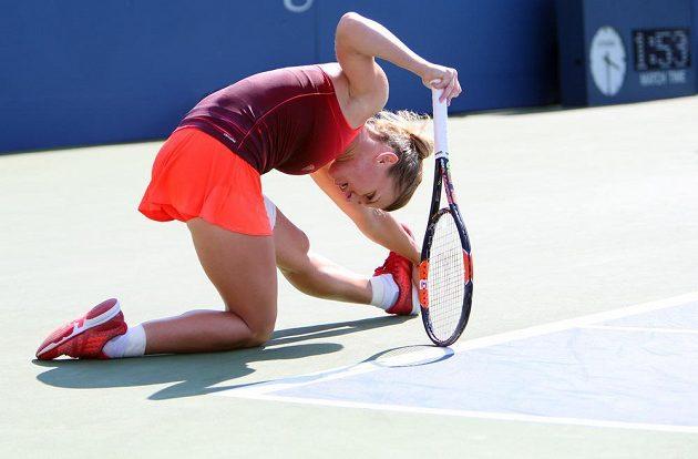 Rumunská favoritka Simona Halepová měla v osmifinále US Open plno práce s nebezpečnou Němkou Lisickou.