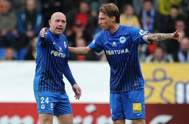 Jiří Štajner (vlevo) a Radoslav Kováč ze Slovanu Liberec během utkání se Spartou.