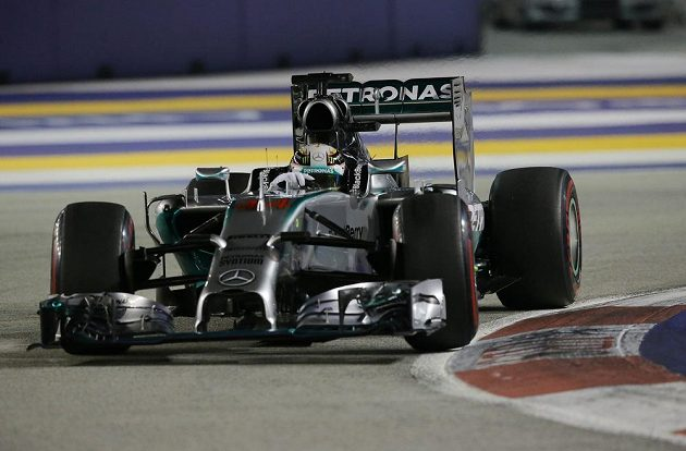 Lewis Hamilton na okruhu Marina Bay v Singaporu.